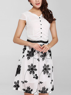 White and Black Fit & Flare Above Knee Plus Size Floral V Neck Dress for Casual Office Party