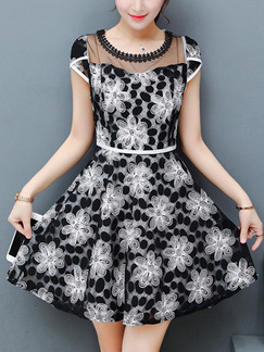 Black and White Fit & Flare Above Knee Plus Size Floral Dress for Casual Party