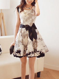 White Black Above Knee Plus Size Fit & Flare Floral Dress for Party Evening Cocktail