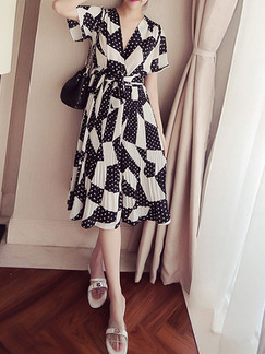 Black and White Plus Size Fit & Flare Knee Length V Neck Dress for Casual Evening