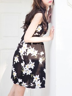 Black and White Slip Above Knee Fit & Flare Floral Dress for Casual Beach