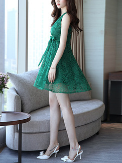 Green Lace V Neck Slim A-Line Band Belt Flare Above Knee Plus Size Dress for Casual Party