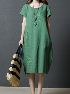 Green Plus Size Loose Cocoon-Shaped Lace Embroidery Round Neck Shift Dress for Casual