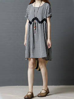 Black and White Plus Size Loose A-Line Contrast Grid Linking Round Neck  Dress for Casual