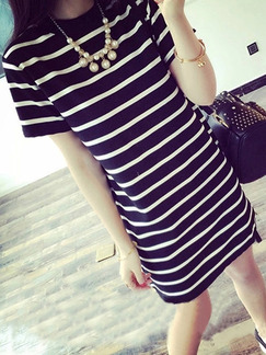 Black and White Plus Size Loose Round Neck H-Shaped Contrast Stripe Above Knee Dress for Casual