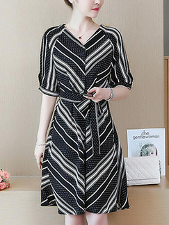Black and White Slim Wave Point Stripe Knee Length V Neck Plus Size Dress for Casual Party Office