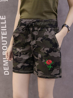 Green Black Plus Size Camouflage Band Belt Embroidery Rose One Quarter Shorts for Casual